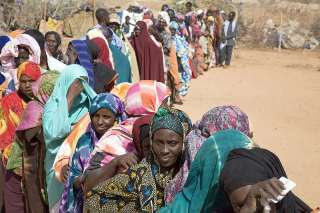 Eritreans refugees waiting to be registered at Shagarab refugee camp in eastern Sudan (UNHCR)